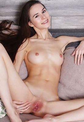Brunette babe posing