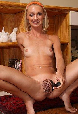 Sexy Bijou show off her size D titties