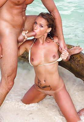 Tropical blonde loves to get fucked by sea