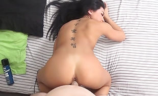 Cute Asian spinner Morgan Lee rides a hung stallion's prick